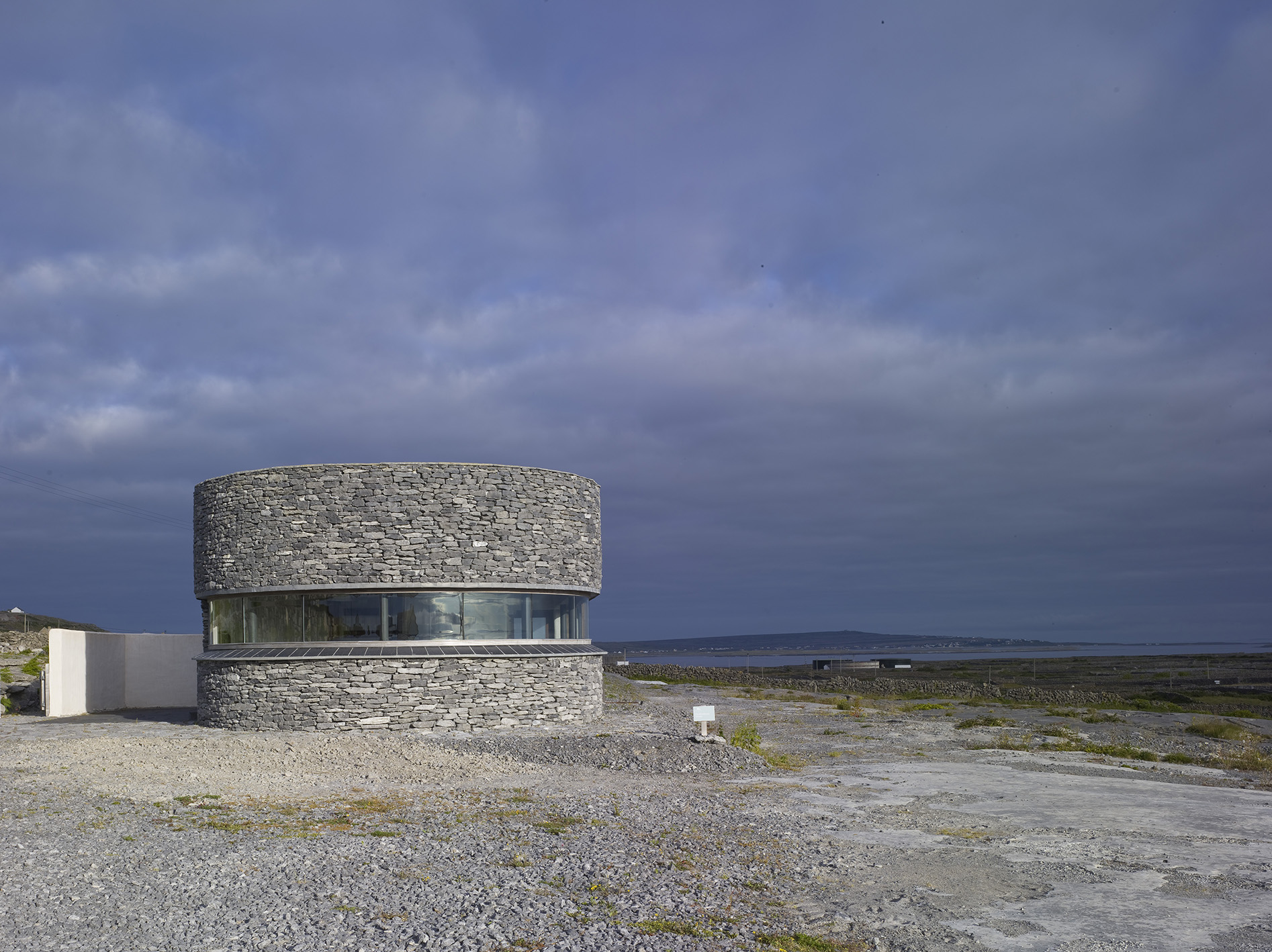 1 Inis Meain - Front