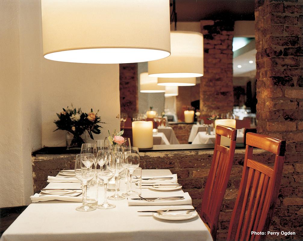 5 Town Bar & Grill - Interior