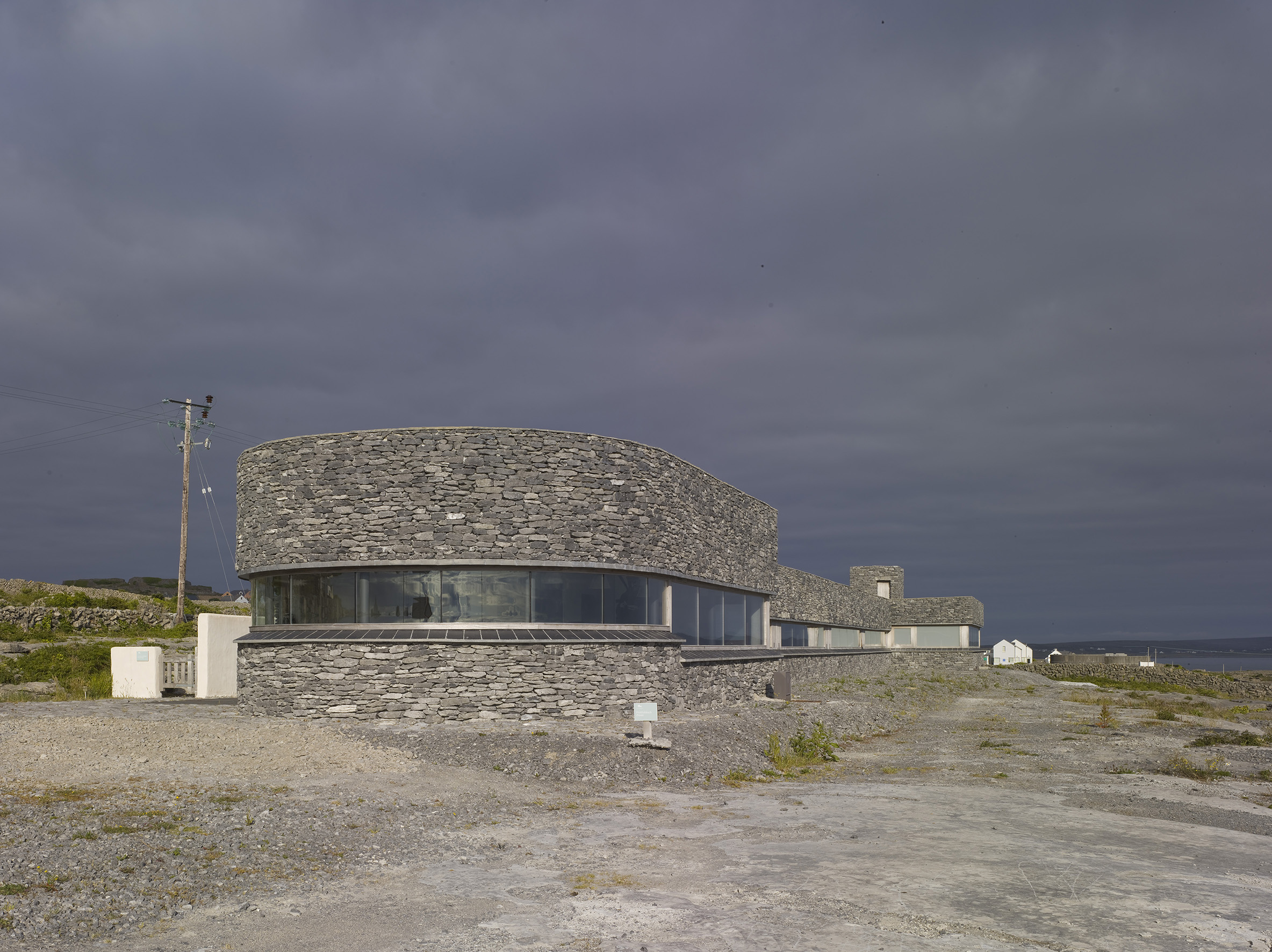 6 Inis Meain - Front