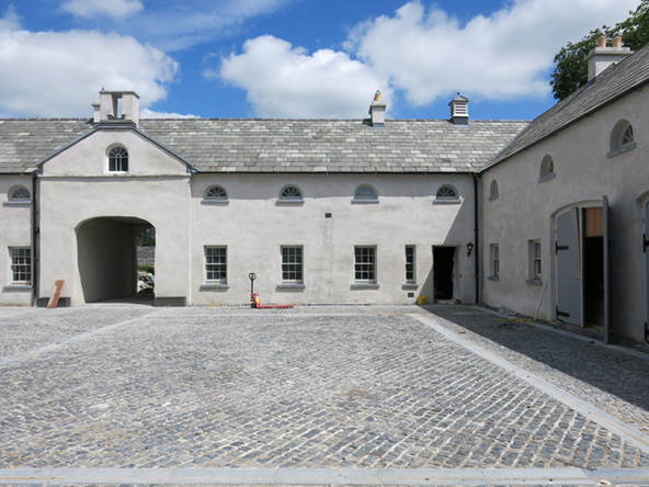 4 Country House, Limerick - Courtyard